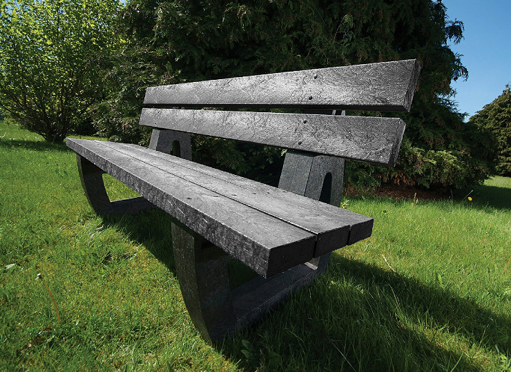 Pull up a picnic table – made from 100% recycled plastic
